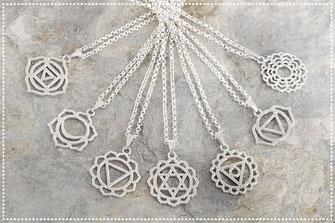 Halskette kurz mit versilberten Chakra Motiven
