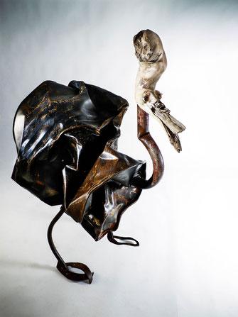 sculpture bois métal  / baril d'huile