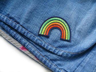 Bild: Regenbogen Patch zum aufbügeln als Accessoire zum Verschönern von Kleidung