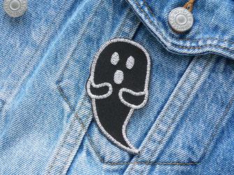 Bild: schwarzes Gespenst Aufnäher zum aufbügeln, Geister Bügelbild für Halloween