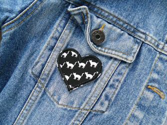 Bild: Herz Patch zum aufbügeln repariert Löcher in Jeansjacken und Jeanshosen
