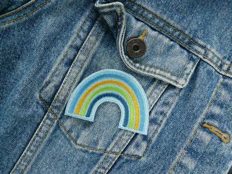 Bild: bunter Regenbogen Aufnäher zum aufpeppen von Jeansjacke