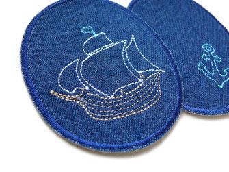 !B: große Knieflicken mit Piratenschiff auf Kinderhose gebügelt, Hosenflicken repariert Hose