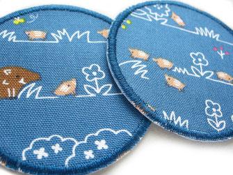 !B: blaue Hosenflicken zum aufbügeln rund mit braunem Wildschwein und hellbraunen Frischlingen