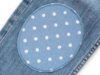 Bild: Hosenlöcher schnell mit Bügelflicken reparieren, ovale Knieflicken für Kinder blaugrau mit Pünktchen