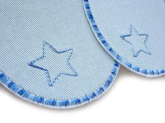 Bild: hellblaue Jeansflicken zum aufbügeln mit kleinem gestickten Stern