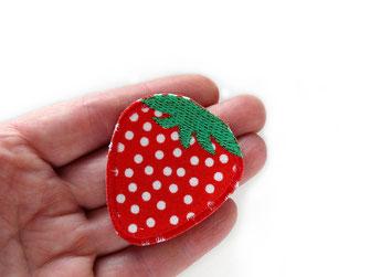 Bild: gestickter Patch mit roter Erdbeere zum aufbügeln