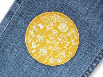 Bild: gelber Blumen Hosenflicken zum aufbügeln mit kleinen Blümchen