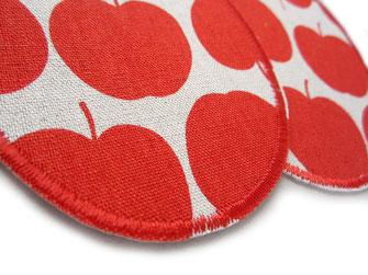 Bild: Apfel rot Hosenflicken zum aufbügeln, robuste Knieflicken für Kinder mit roten Äpfeln, Flicken im Retro Stil