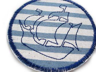 Bild: Bügelflicken Piratenschiff, maritimer Flicken gestreift grau blau