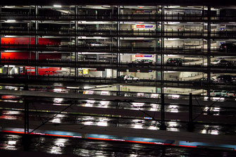 Photo_urbanisme_Parking_aérien_nocturne_Hambourg_Photographe_professionnel_Jean-Christophe_Hecquet