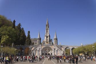 Les basiliques de Lourdes depuis l'esplanade