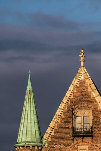 Häusefront Dachspitze Fenster Giebel Haus Speicherstadt