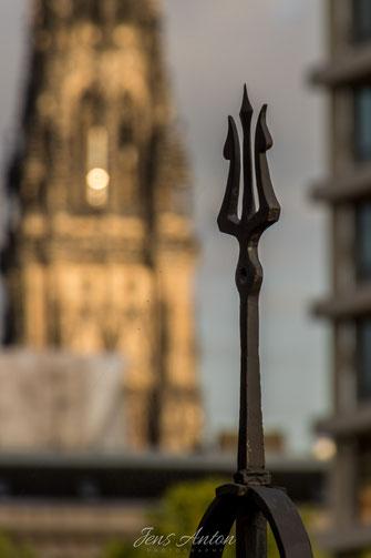Kirche Unscharf Geländer Neptun Dreizack