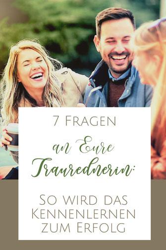 Traurednerin Berlin und Brandenburg Kira Nothelfer im Gespräch mit einem Brautpaar