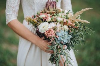 Bei der Wahl des Brautstraußes kann man auf Bio-Pflanzen achten
