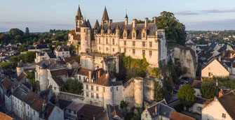 Cité royale de Loches  à proximité du restaurant gastronomique en Touraine La Promenade au Petit Pressigny - Fabrice Dallais - 1 étoile au Guide Michelin