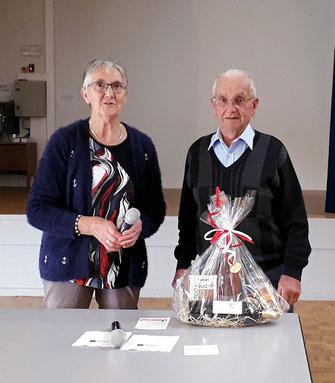 Joseph Julliot à l'honneur pour ses 90 ans avec notre présidente Christiane Chaussé