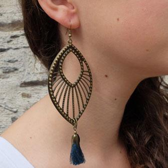 Pour ses créations de bijoux fantaisie, Galinou utilise du verre de Murano et des pierres.