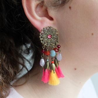 Des couleurs modes sont pour les boucles d'oreilles à clips galinou creation.