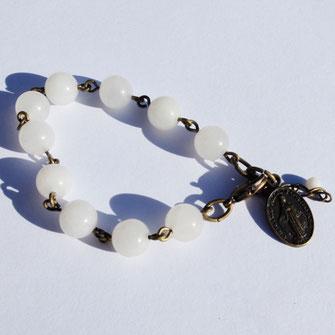 Pour ses bijoux fantaisie et bracelet, Galinou création choisit des pierres fines.