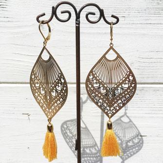 C'est avec du verre de Murano que Galinou création réalise des boucles et bijoux tendance fantaisie et mode.