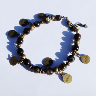 Les bracelets fantaisie Galinou création chrétiens sont en pierres fines.