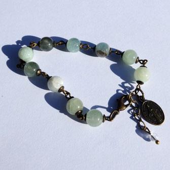 Les bracelets et bijoux galinou création sont en pierres fines et fantaisie.