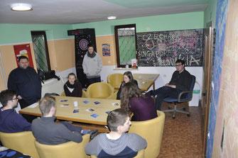 Zusammensitzen im Gemeinschaftsraum