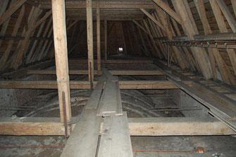 Kirchendachboden - Blick auf Gewölbe