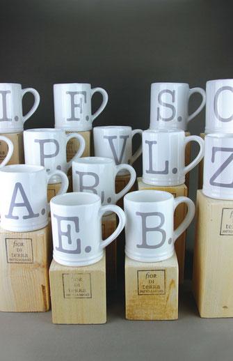 bicchieri mug in ceramica con iniziali fatta a amano