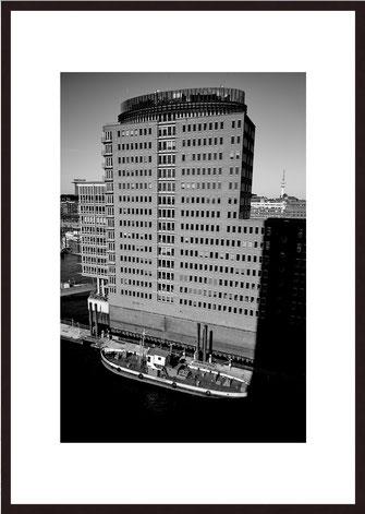 Leica Fine Art Print, Motiv: Rainy Day, Lissabon. Diese Fotokunst ist zu kaufen, limitiert, exklusiv und in Galerie- Qualität