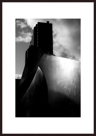 Leica Fine Art Print, Motiv: Ihmezentrum, Hannover. Diese Fotokunst ist zu kaufen, limitiert, exklusiv und in Galerie- Qualität