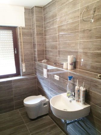 Toilettenanschluss, neues Waschbecken, Badezimmer neu gebaut, renoviert, saniert von CRO-BAU, Zvonimir Kovacevic, guter Handwerker in Frankfurt am Main, günstige Sanierung