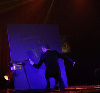 erik black painting sur scène - peintre performer