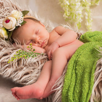 noworodek śpi