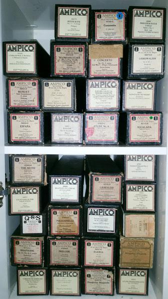 Nur ein kleiner Teil von Michaels Musikrollen-Sammlung.