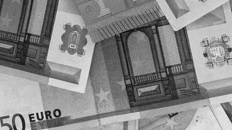 50-Euro-Geldscheine in Schwarzweiß