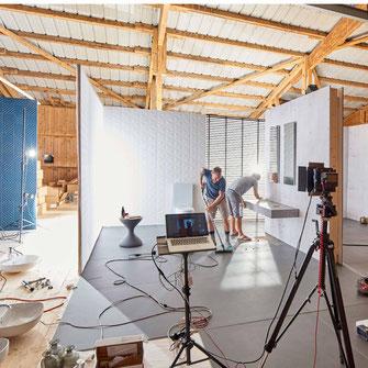 Setdesign & Styling by Polydual, Fotografie Ben Huggler. Making-of während der Montagearbeiten.  Produkt Fotoshoot für einen Bandkeramik Hersteller.