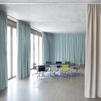 flexible Meetingräume von Creation Baumann zeichnen sich durch gute Akustik und Ästhetik aus.