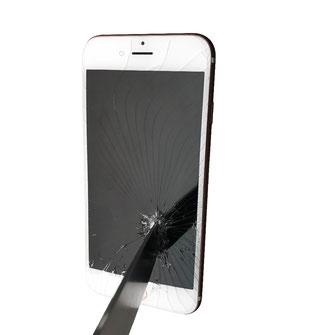 Detailaufnahme eines Lesers welches in einen Iphone 7 steckt