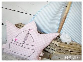 Stickdatei Stickmuster Embroidery Maschinensticken  Doodle Applikation Boot Segelboot Maritim Wellen Meer Fische Herz Stern auf hoher See