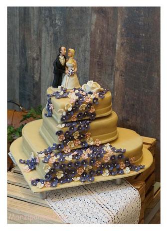 Hochzeitstorte, Wedding cake, Marzipanblüten, Marzipandecke, cake Topper, Marzipan-Brautpaar, Marzipanzauber