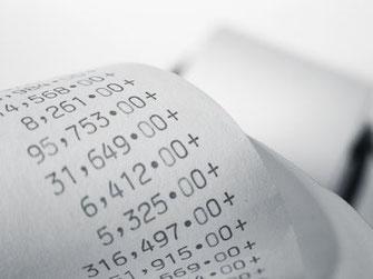 Zahlen auf einer Rechnung