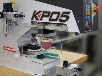 Grazie alla tampografia è possibile stampare anche su superfici curve.