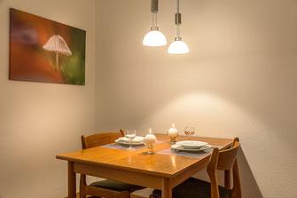 Esstisch Und Sthle Aus Teak Holz Die Essecke Ist Im Wohnzimmer Integriert