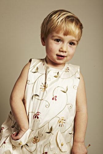Kinderkleider aus Seide