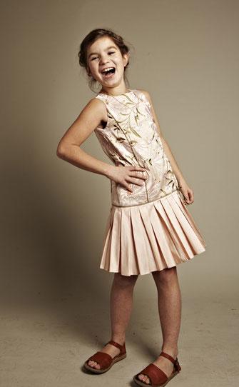 Kinderkleid Cilla bestickt