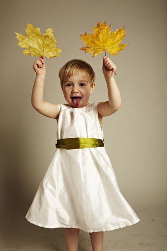 Tauf- und Kinderkleid von JAAP mit farbigem Band