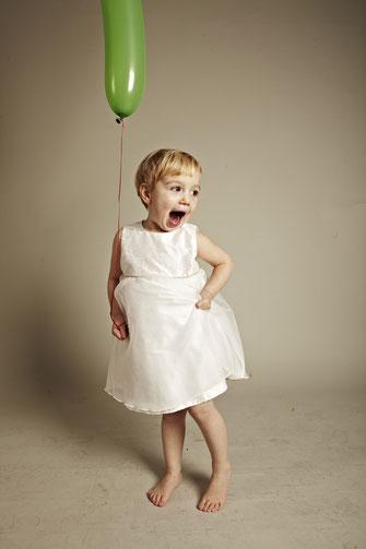Kinderkleid Martha mit zarter Stickerei